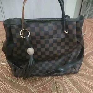 e5335ae4ed designer hand and shoulder bag · designer hand and shoulder bag. Esbeda